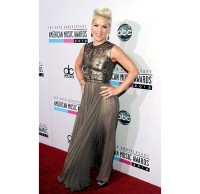2634349-amas-2012-red-carpet-pink-617-600