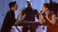 Grammys-2013-Alicia-Keys-Maroon-5-Perform-Video